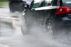 Conducerea preventiva si acvaplanarea sau derapajul